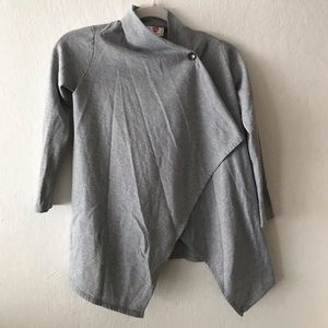 Cute gray top from h.i.p.